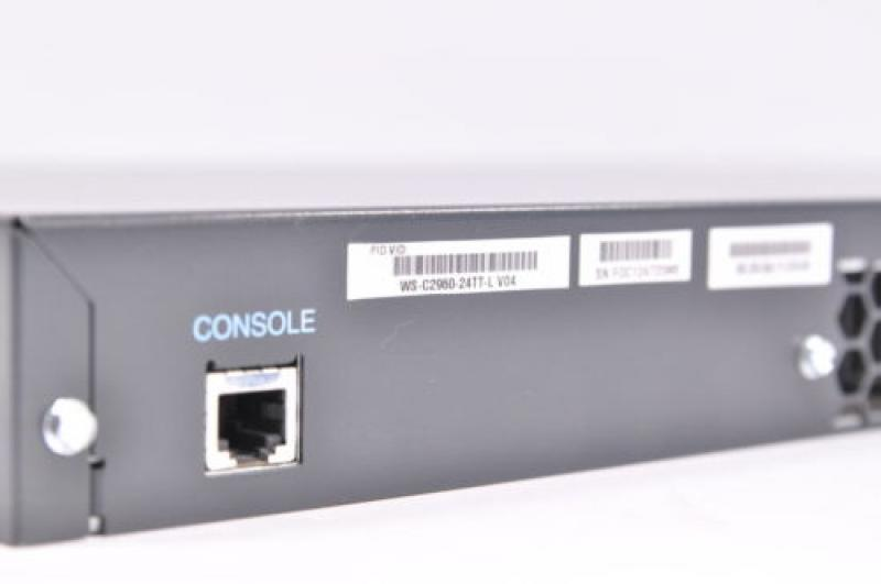 Switch Cisco Catalyst 2960 WS-C2960-24TT-L, 24+2 porti, 24x100Mb/s, 2x1000Mb/s, garantii 3 kuud