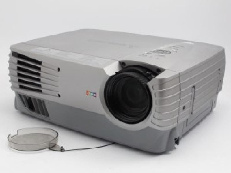 Mitsubishi XL30U, heledus: 3000 Luumenit; resolutsioon: 1024x768  (native, max 1600x1200); sisendid: VGA, Composite, S-Video; Garantii 6 kuud (ei laiene lambile) [lõpumüük]