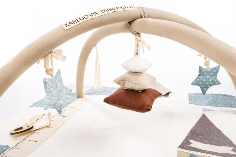 Karloova Pillow Stack