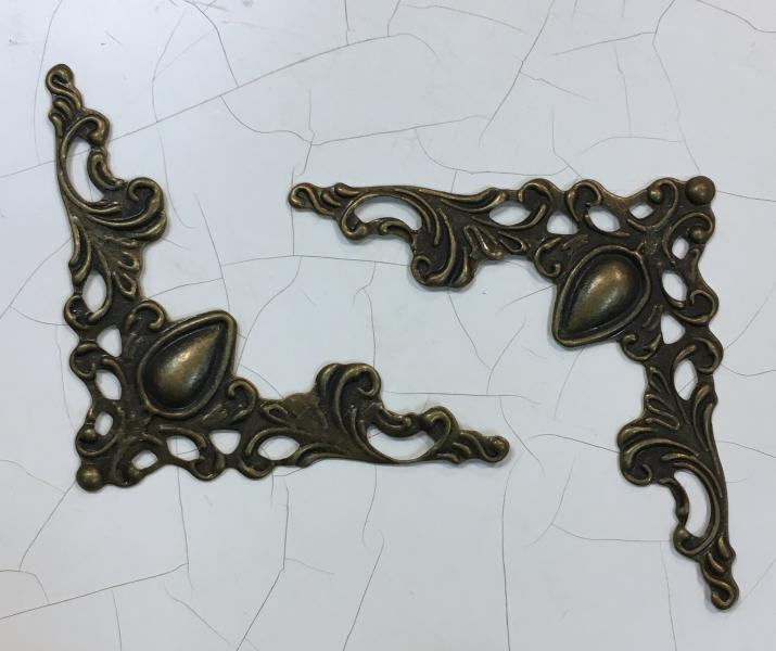 Metallist filigree nurk, pronks, 4x4cm