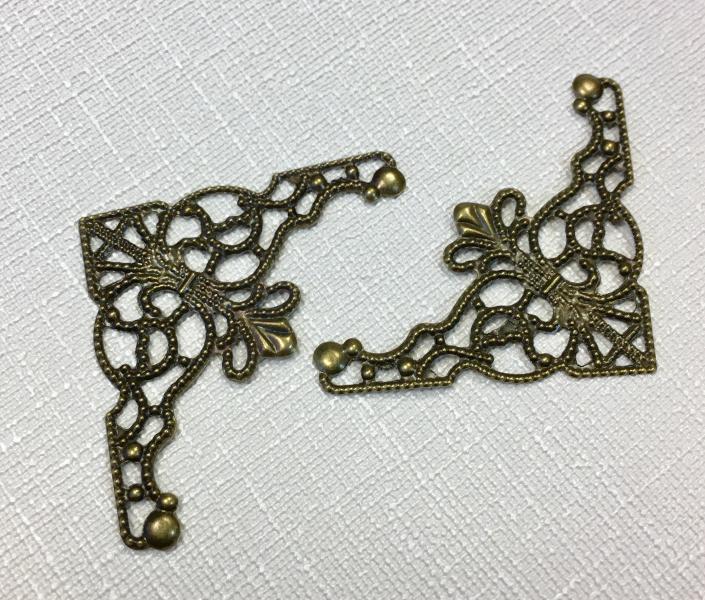 Metallist filigree nurk, pronks, 3,5x3,5cm