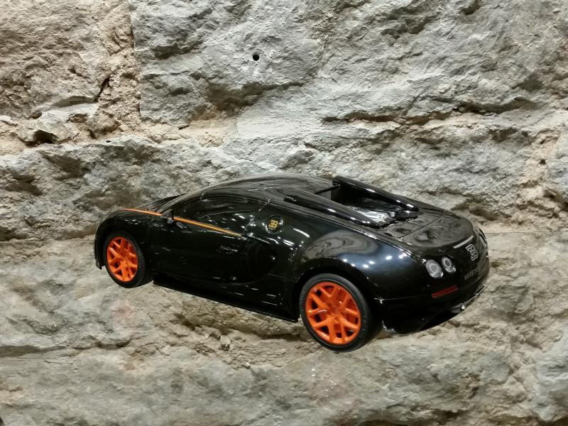 Raad.auto Bugatti Veyron 1:18 Rastar must