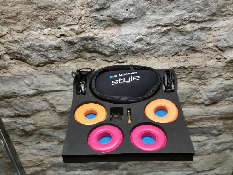 Style 2013 (must) ,kõrvaklapid, Blaupunkt