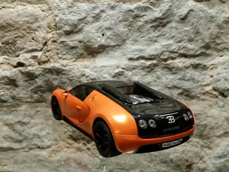 Raad.auto Bugatti Veyron 1:18 Rastar oranz