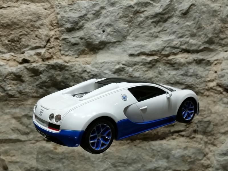Raad.auto Bugatti Veyron 1:18 Rastar valge