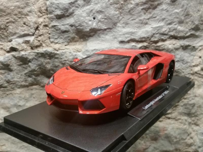 Lamborghini Aventador LP 700-4 mudel 1:18 Wally