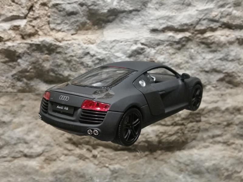 Audi R8 matt mudel auto 1:24