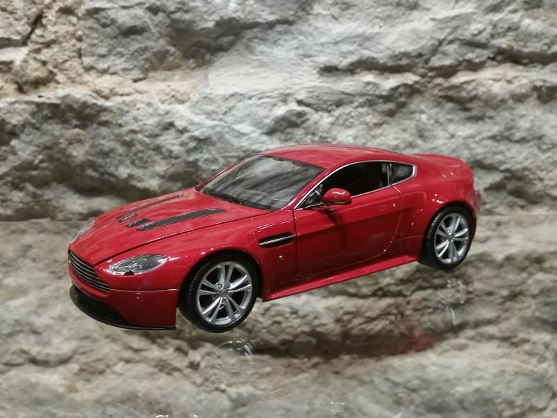 Aston Marton V12 mudel auto 1:24