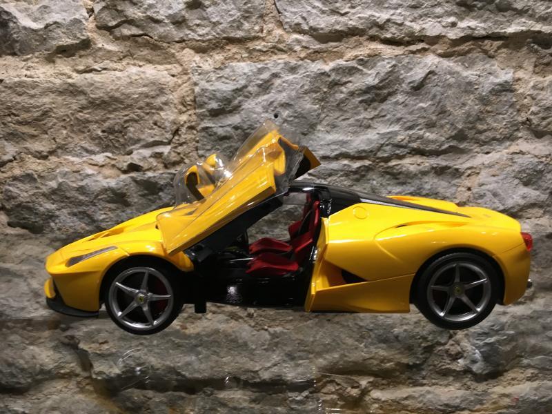 Raad.auto Ferrari avatavad uksed 1:14 Rastar