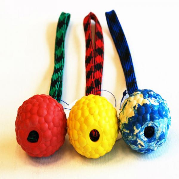 Raddog kummist pall ( 6cm ) aasaga